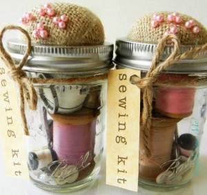 mason-jar-sewing-kit-560x529