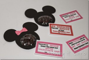 Mickey mouse and Minnie Mouse Homemade Valentines with Printable (10)_thumb