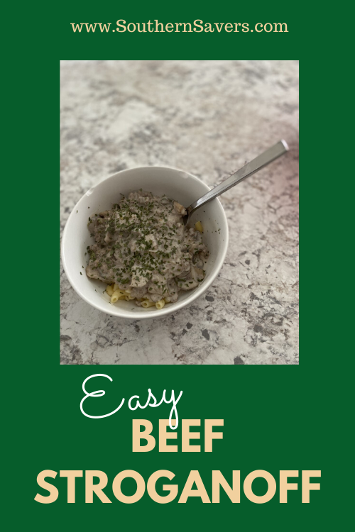 Looking for a crowdpleaser that comes together quickly? This easy beef stroganoff has just a few ingredients and will make everybody happy!
