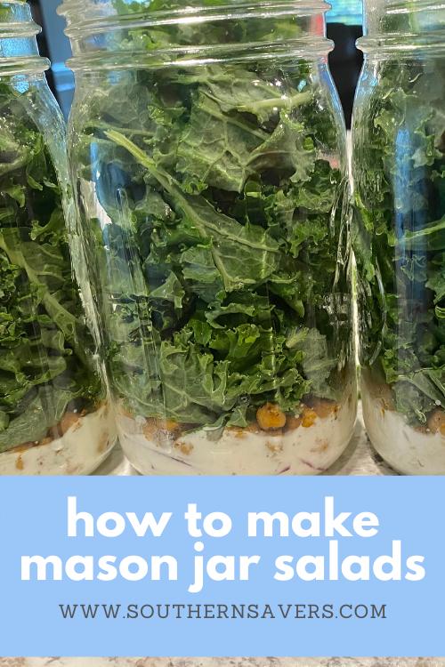 Siapkan makan siang sehat sebelumnya dengan memodifikasi resep salad favorit Anda sehingga Anda bisa membuat banyak salad Mason jar!