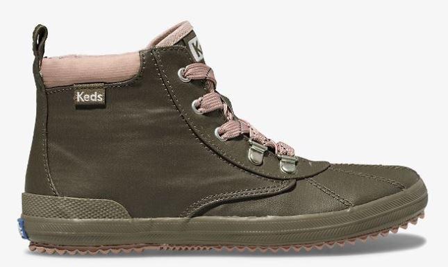 anak-anak sepatu bot keds